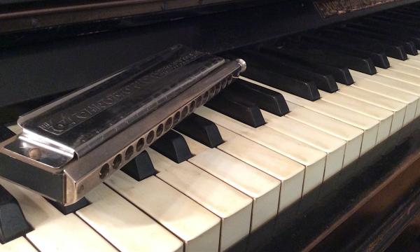 Mundharmonika auf Klaviertasten 2019-11-12